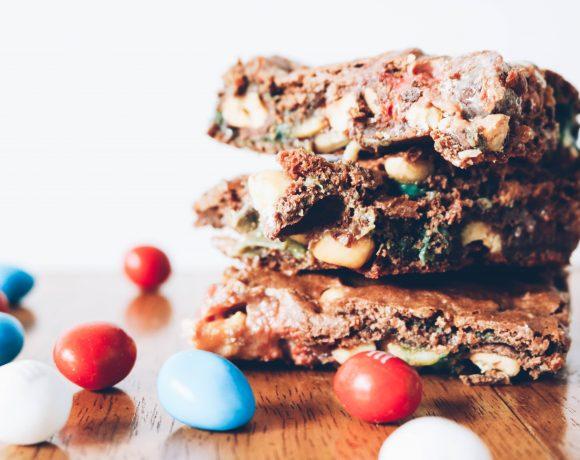 PEANUT CHOCOLATE CARAMEL BARS