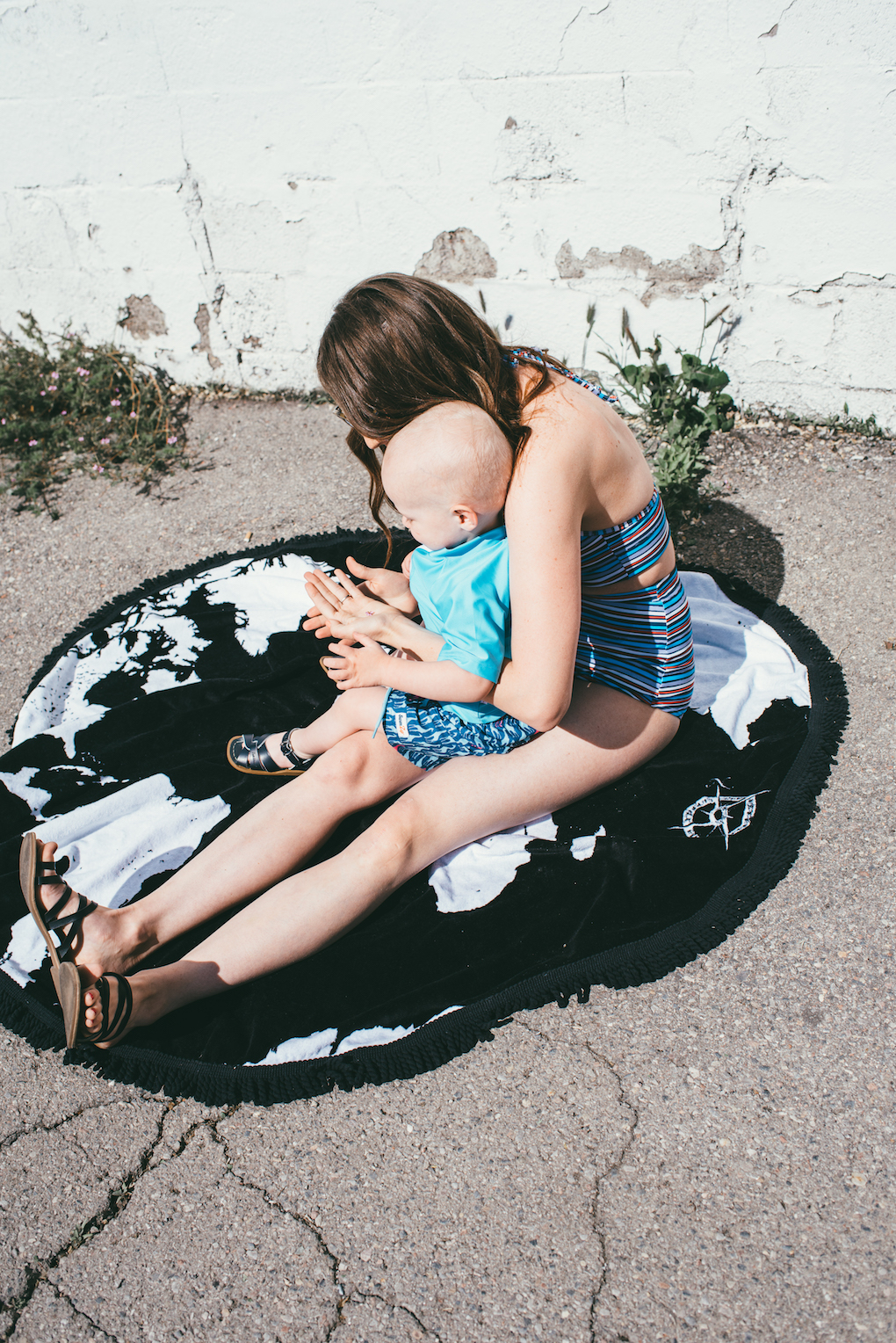 black and white round towel