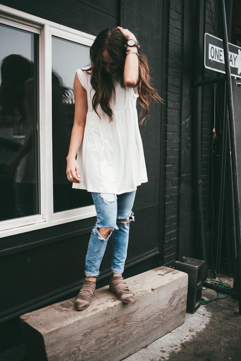 white baby doll tunic paired with distressed denim and free people booties