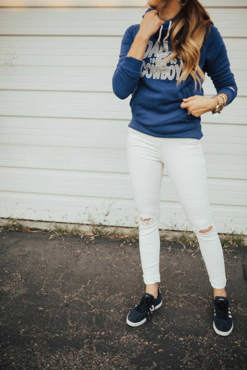Dallas Cowboys Sweater: Staying Cozy for Football Season by Utah fashion blogger Dani Marie