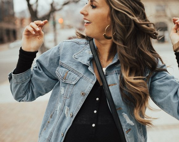 SAVE this ASAP for the perfect tips on how to master the oversized jacket trend this spring thanks to Utah Style Blogger Dani Marie!