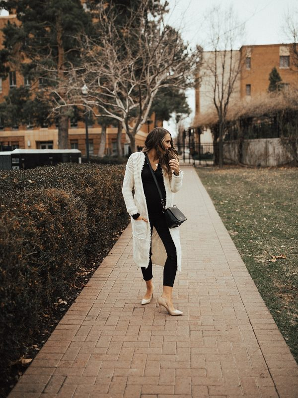 Bookmark this post ASAP! Utah Style Blogger Dani Marie shares her top tips on how to dress up a duster cardigan for Spring!