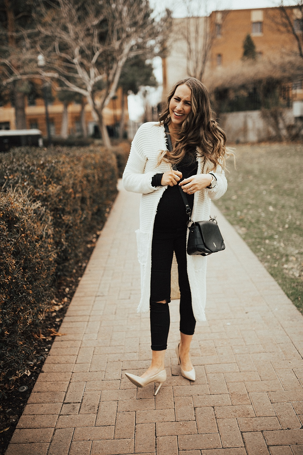 Ladies, not sure how to wear a duster cardigan for Spring? See Utah Style Blogger Dani Marie's tips on dressing up a duster cardigan here!