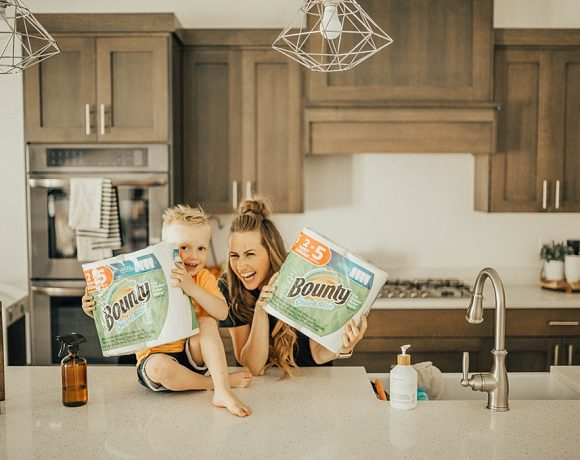 5 Tips to Spring Cleaning with Your Littles