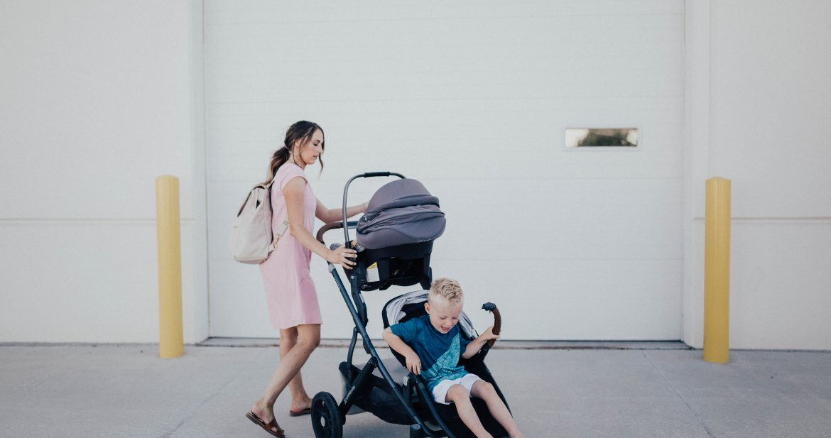 The must have on the go products for any mama on the go! SAVE this post!
