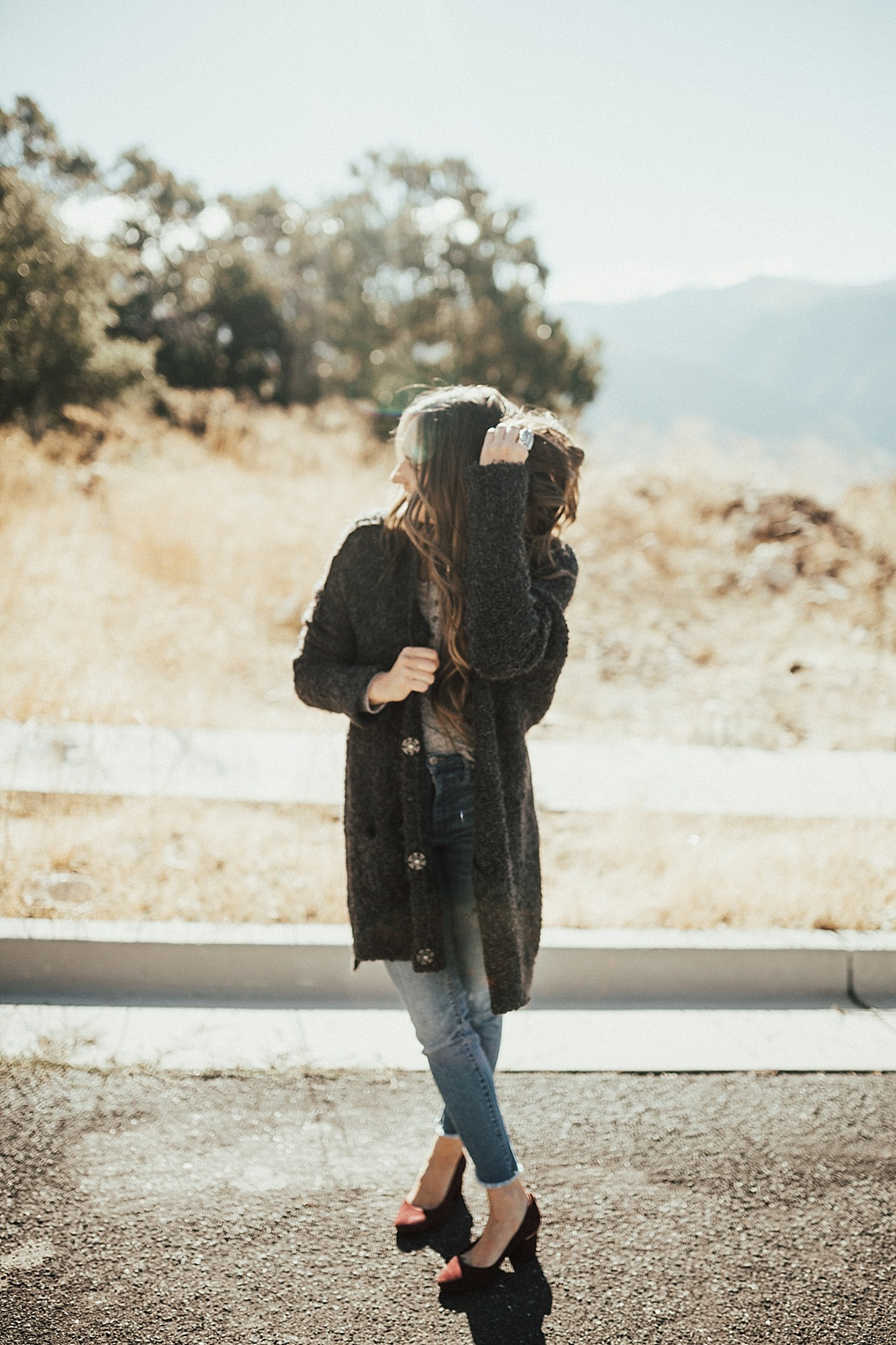 Curious how to wear a henley for Fall? Utah Style Blogger Dani Marie is sharing her top 3 favorite ways to wear a henley this fall. Click here to see how!