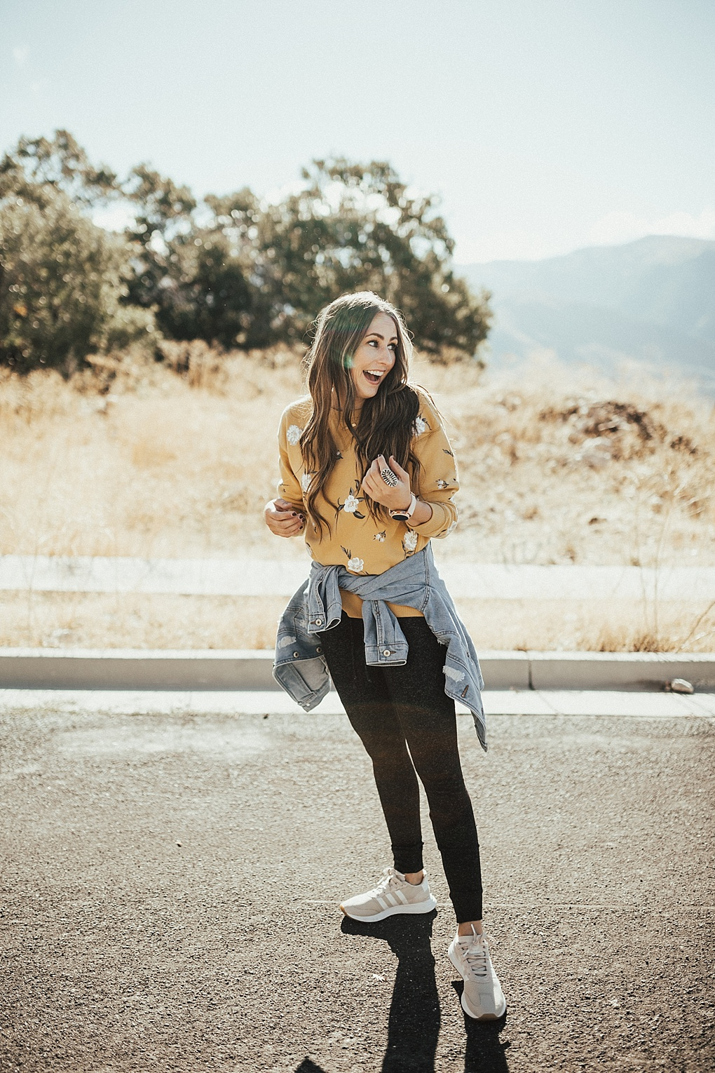 Curious how to style joggers? Utah Style Blogger Dani Marie is sharing her top 3 favorite ways to style joggers like a pro. Click to see them here!