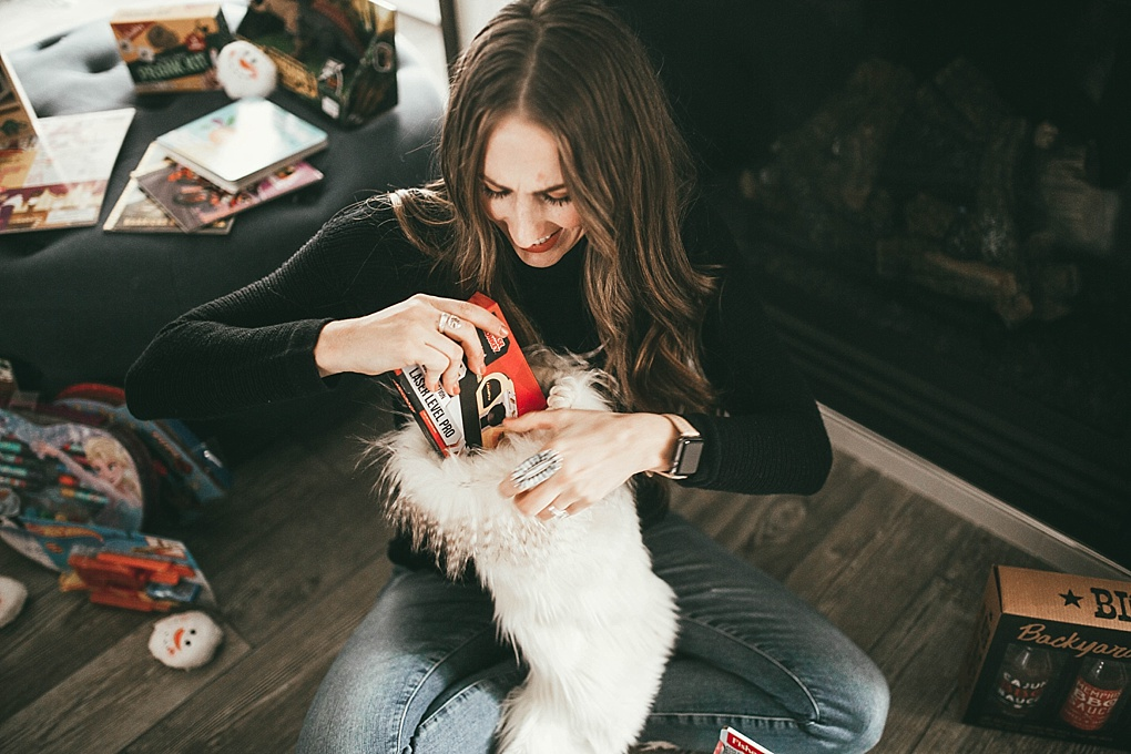 Need a few last minute stocking stuffers? Utah Style Blogger Dani Marie is sharing her top favorite stocking stuffers to give this holiday season! See them here!