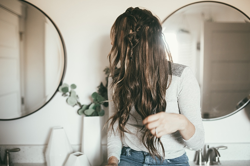 Looking for the best EASY yet stylish hair tutorial? Utah Style Blogger Dani Marie is sharing the perfect topsy tail bun tutorial that everyone will love. See it HERE!