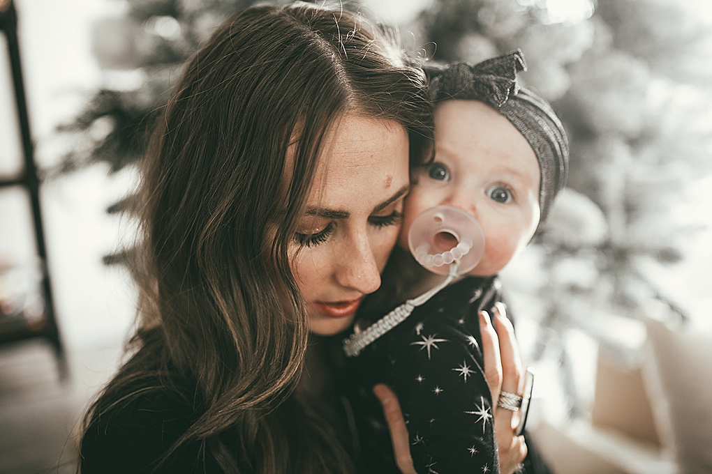 Curious how to look and feel put together for Christmas morning photos? Utah Style Blogger Dani Marie is sharing her top tips here!