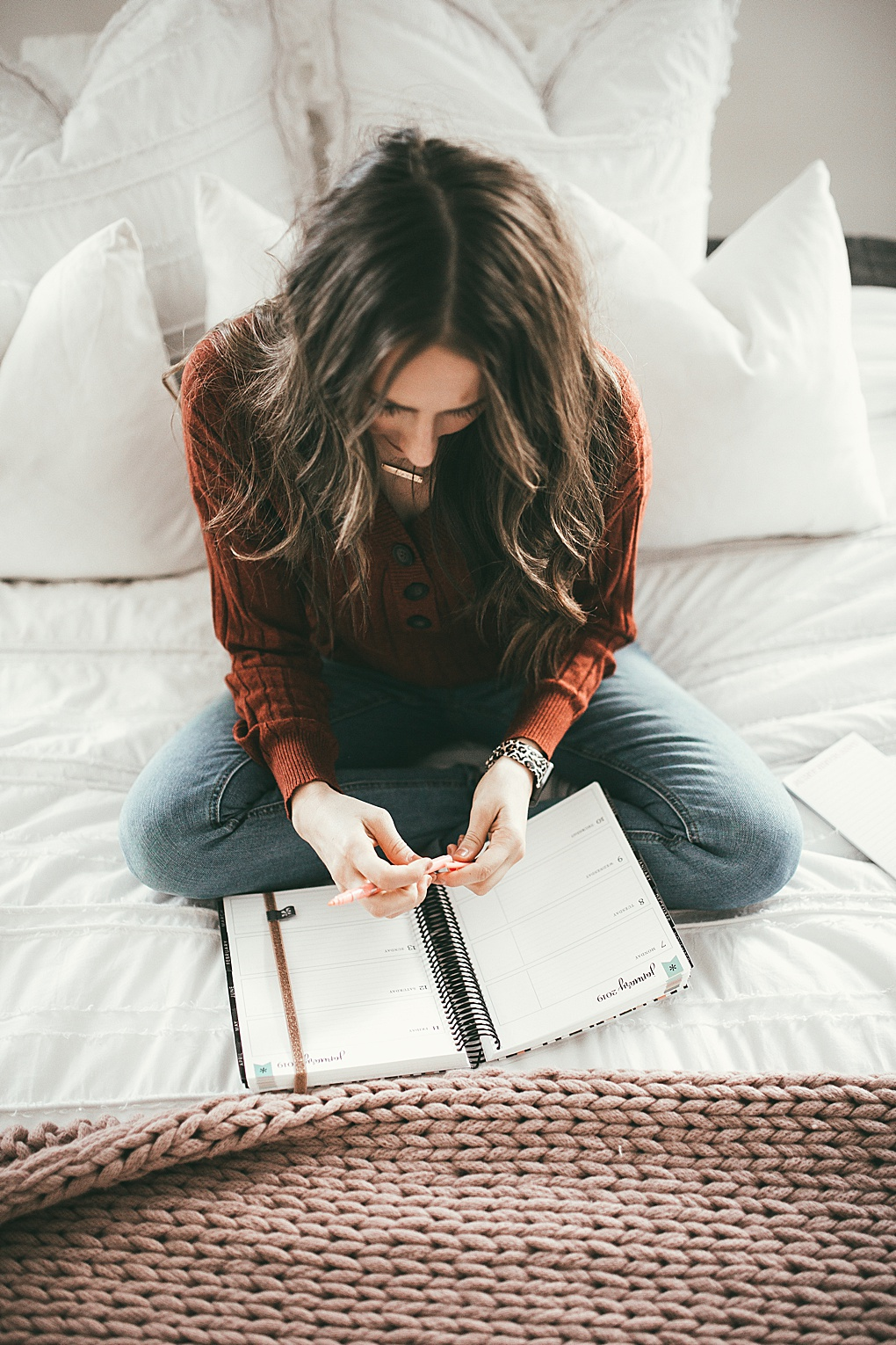 Curious how to stay organized in the New Year? Utah Style Blogger Dani Marie is sharing her top tips to staying organized in 2019 + her New Year goals! Click to see them here!