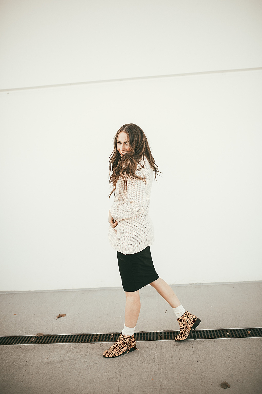 Have you ever wondered how to style socks with booties? Utah Style Blogger Dani Marie is sharing her top styling tips to rock socks with boooties this year! Click to see them HERE!