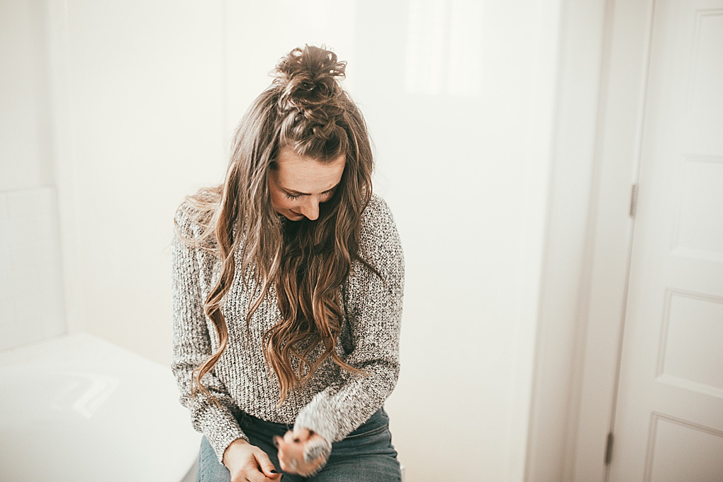 Looking for a easy hair tutorial? Utah Style Blogger Dani Marie is sharing this awesome french braid half up bun hair tutorial! Click to see it here!
