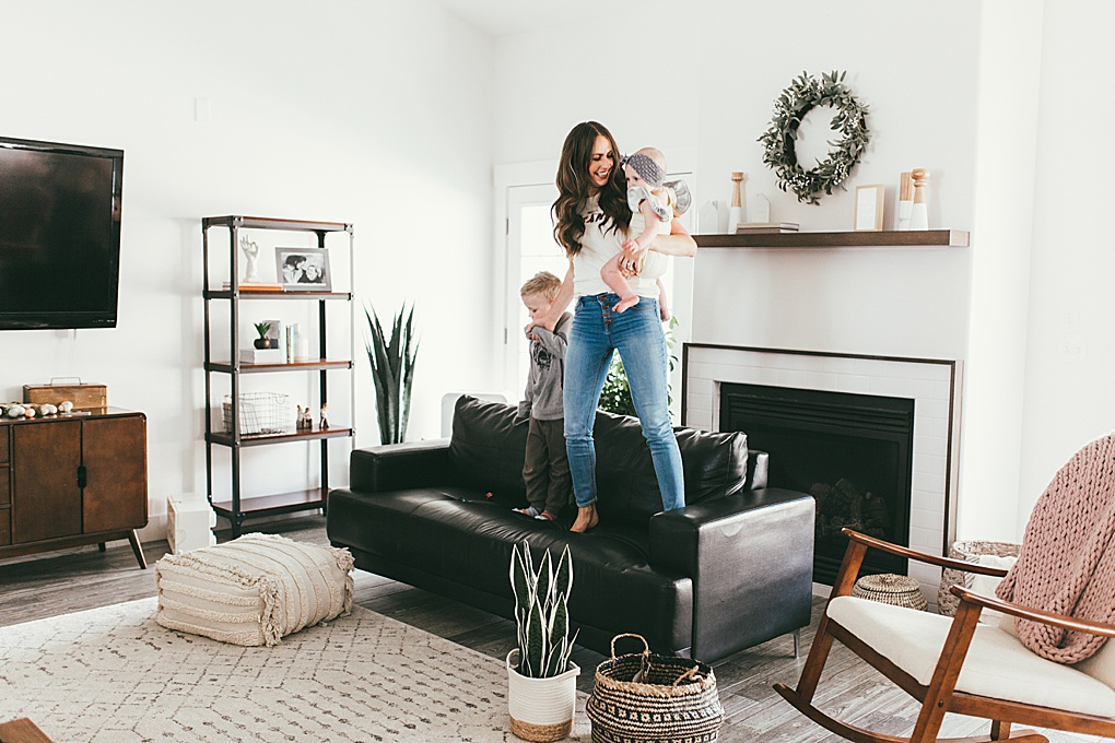 Need some ideas on spring activities for little ones? Utah Style Blogger Dani Marie is sharing her favorite simple spring activities to do with your littles.