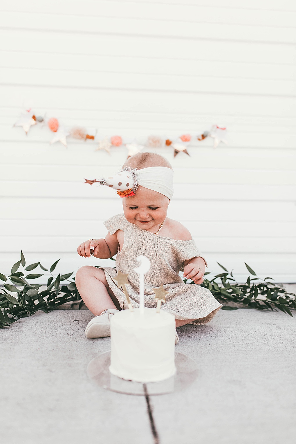 Looking for the perfect theme for a one year old birthday party? Utah Style Blogger Dani Marie is sharing her star themed one year old birthday party. See it HERE!