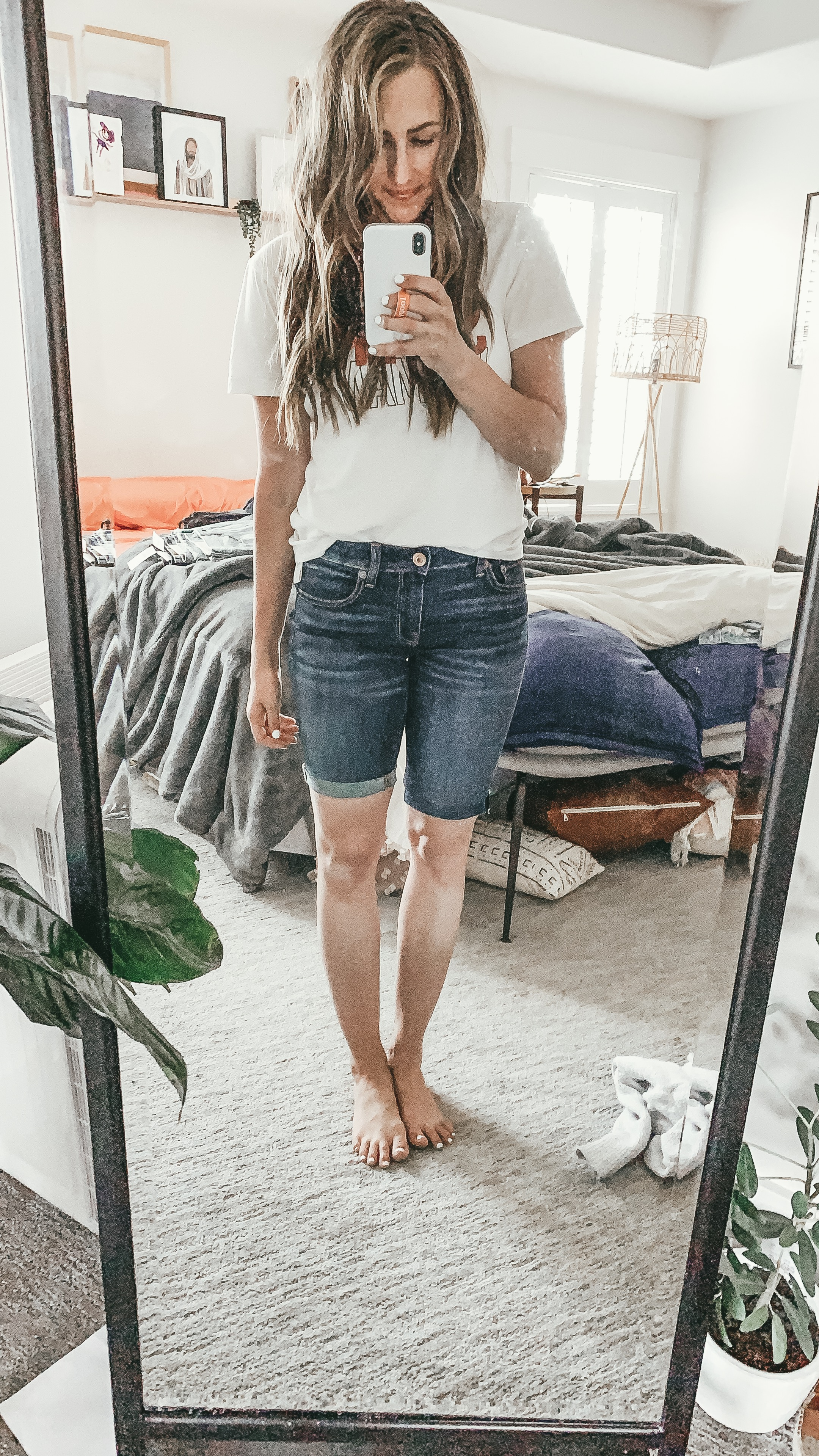 Looking for the perfect pair of bermuda shorts? Utah Style Blogger Dani Marie is sharing her favorite bermuda shorts and how to style them effortlessly.  Click to see them here!