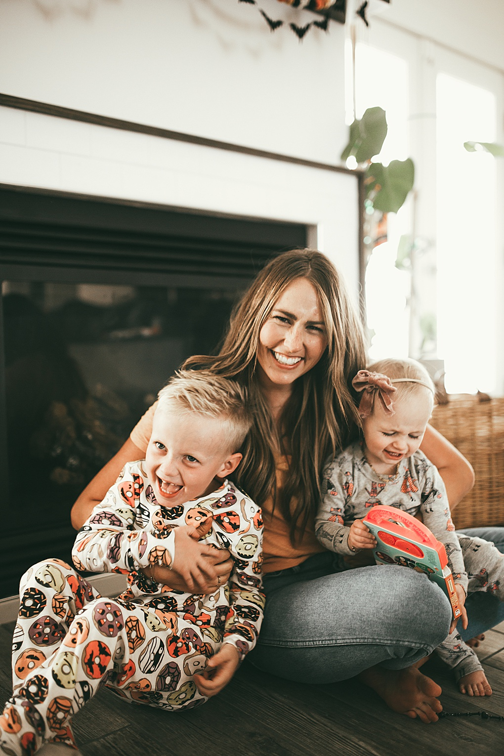 Halloween activities with your kids are something that can be so fun! Utah blogger Dani Marie shares simple halloween and fall activities to do as a family.